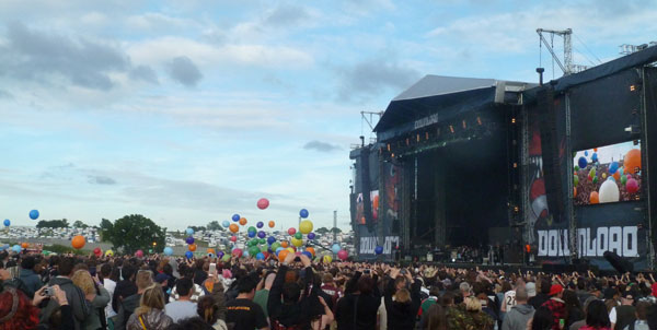30 Seconds To Mars Unleash Giant Balloons On The 2013 Download Festival