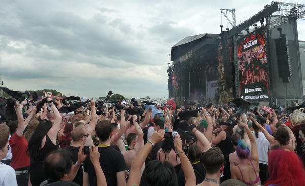 Download Festival 2014 does the Newport Helicopter during Skindred's performance