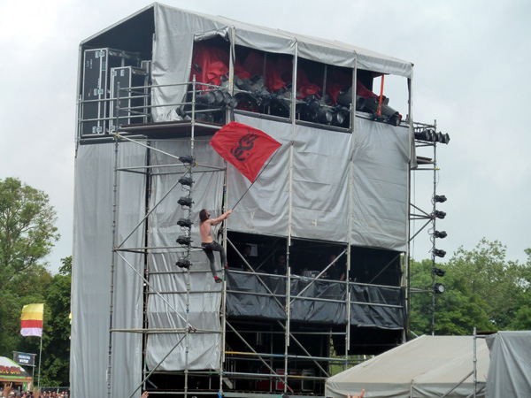 While She Sleeps Loz' climbs the Sound Tower at Download Festival 2014